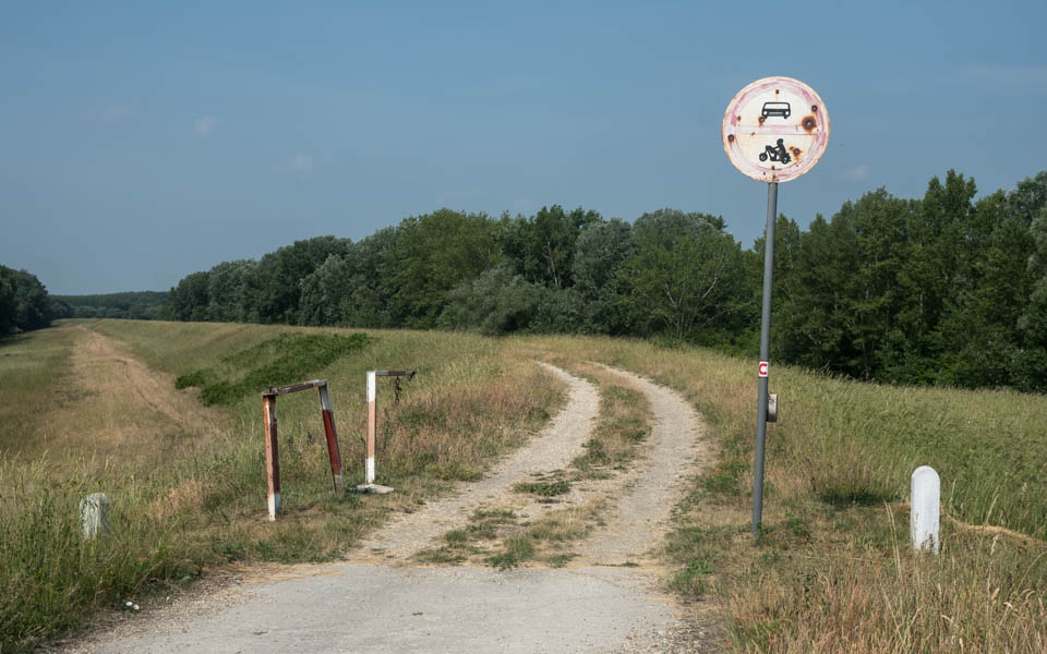Over rough and smooth on the Danube cycle path